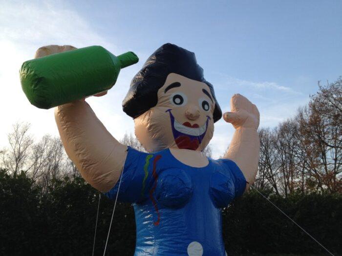 Een grote Sarah pop met wijn